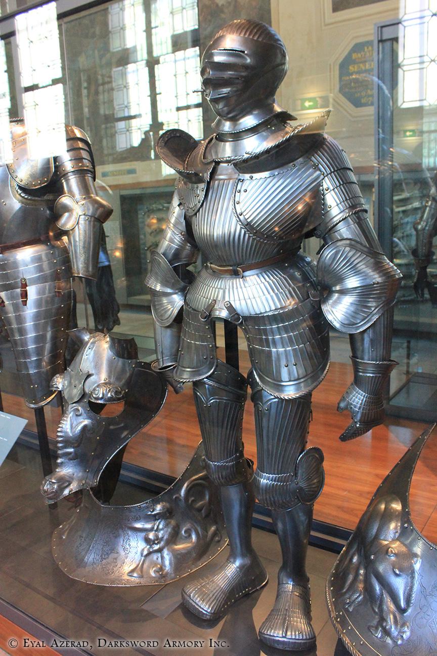medieval armor statue dress1