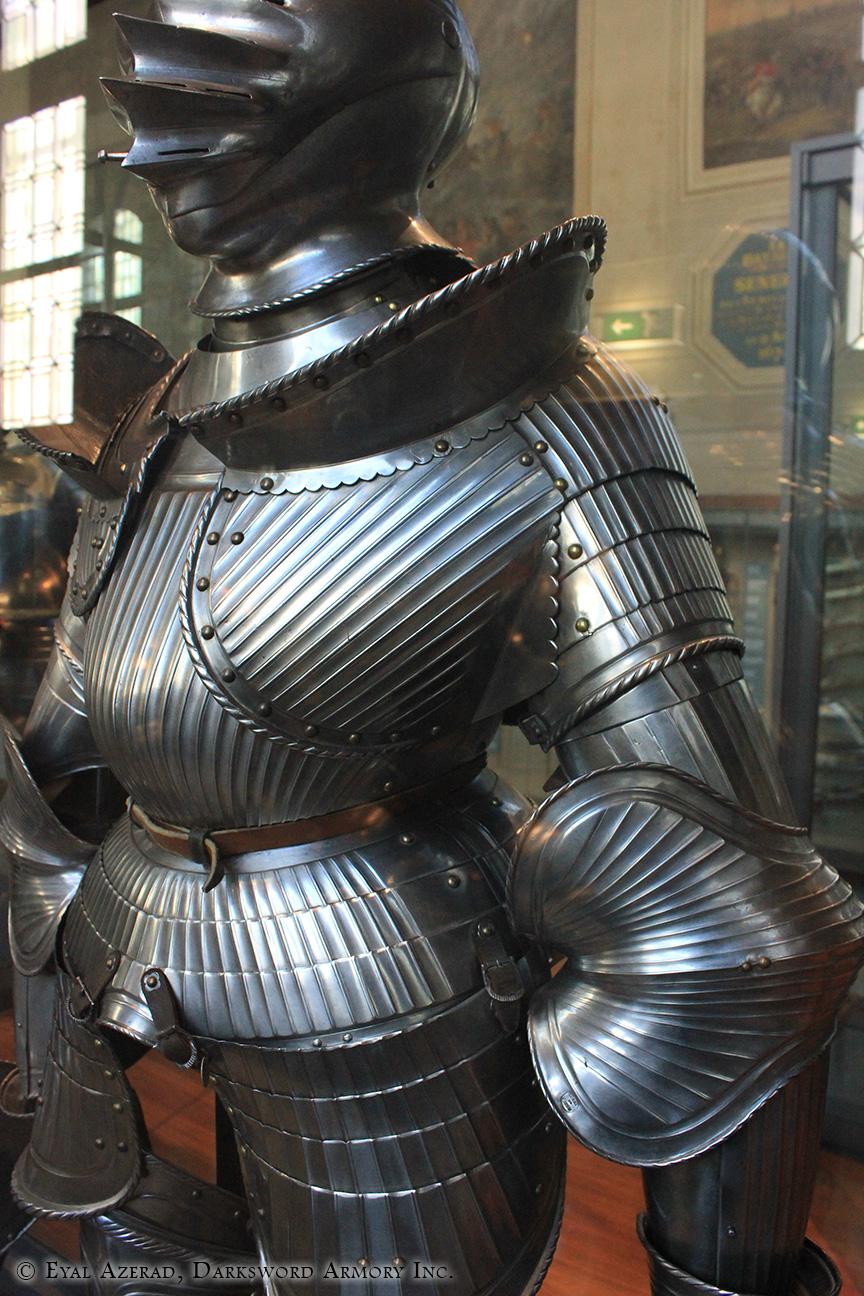 medieval armor statue dress2