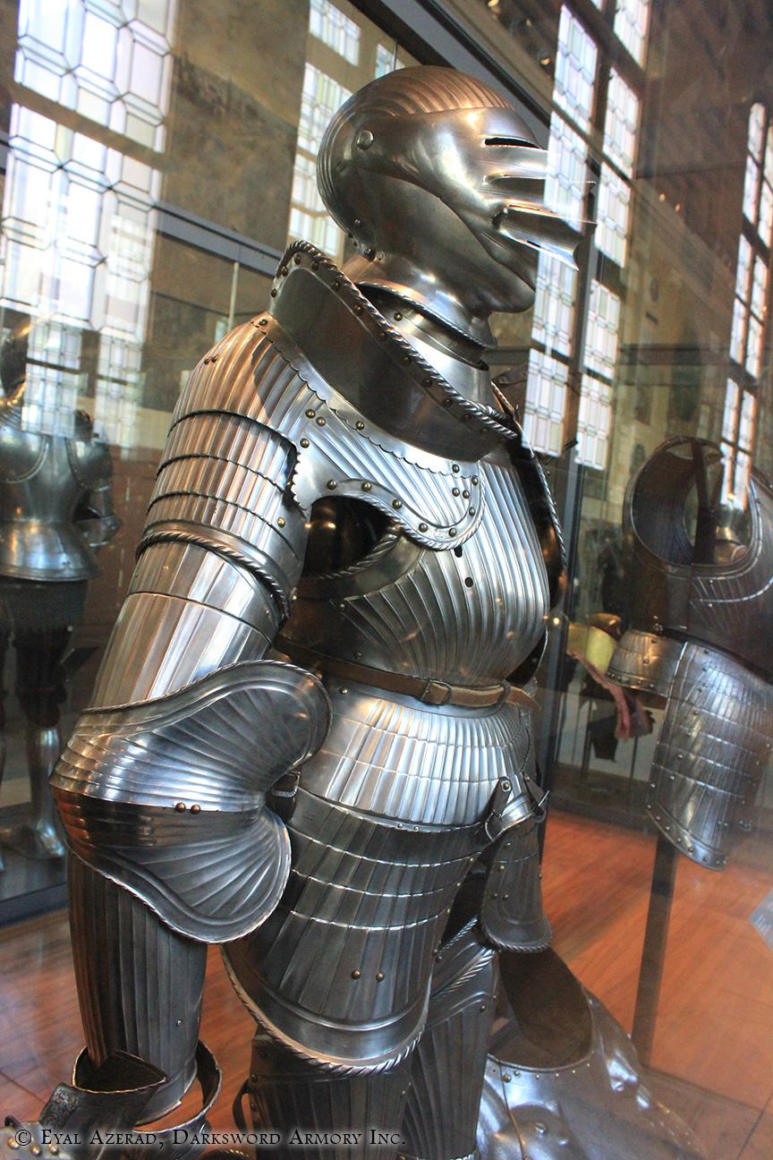 medieval armor statue dress3