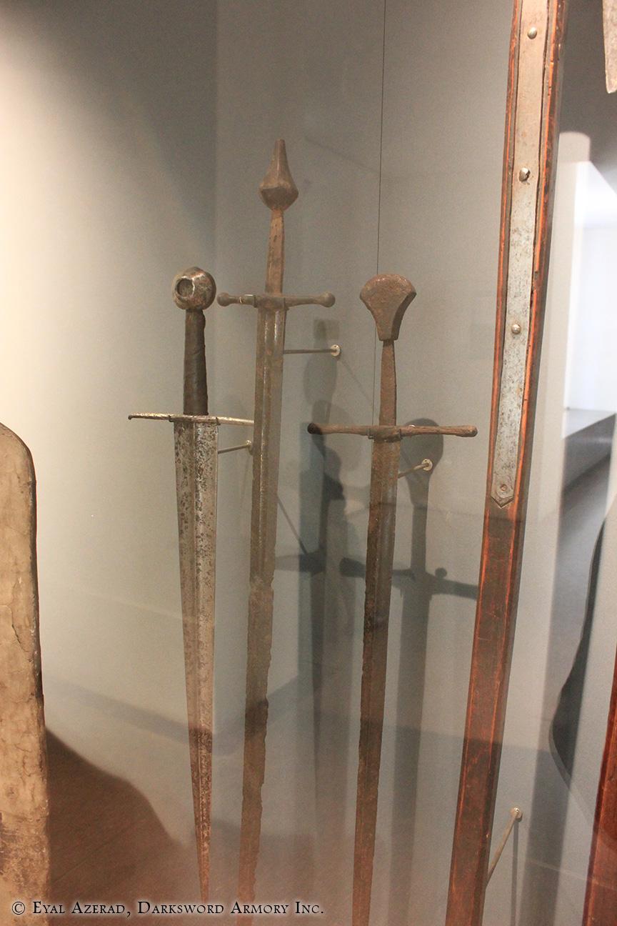 display swords armor-3