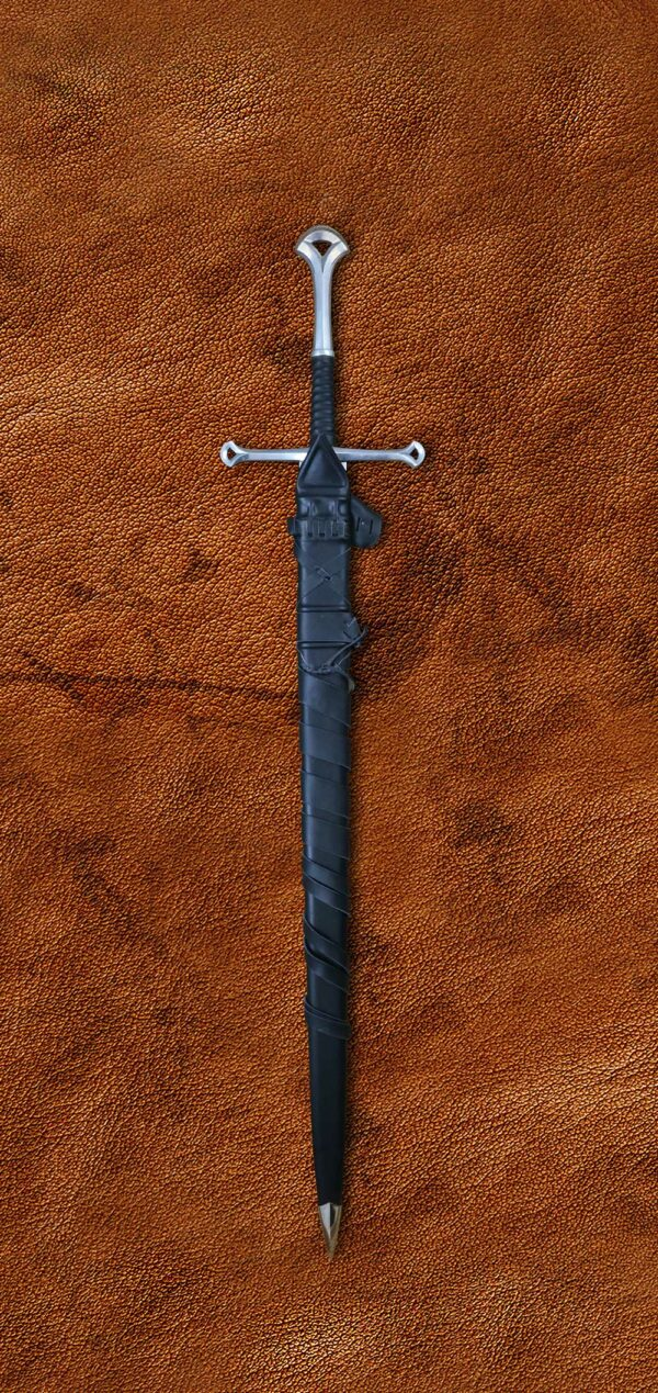 anduril-sword-lotr-lord-of-the-rings-1309-sword-in-scabbard