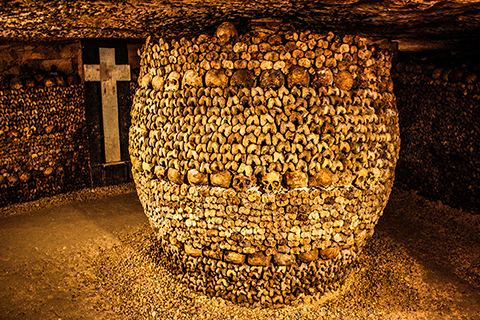 Catacombs_of_Paris,inspiration for black death medieval sword