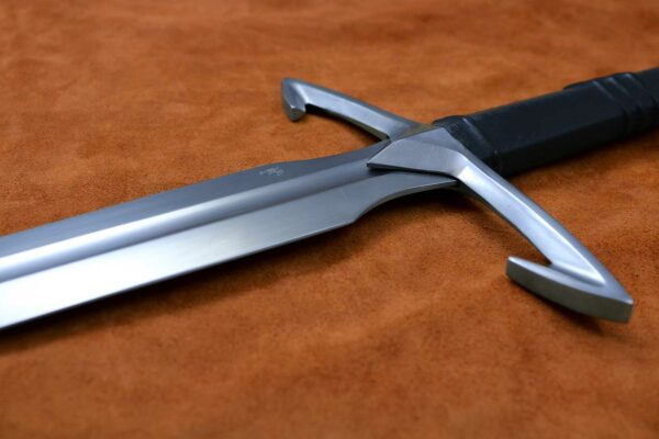 black-death-medieval-gothic-sword-medieval-weapon-1372-hilt-2