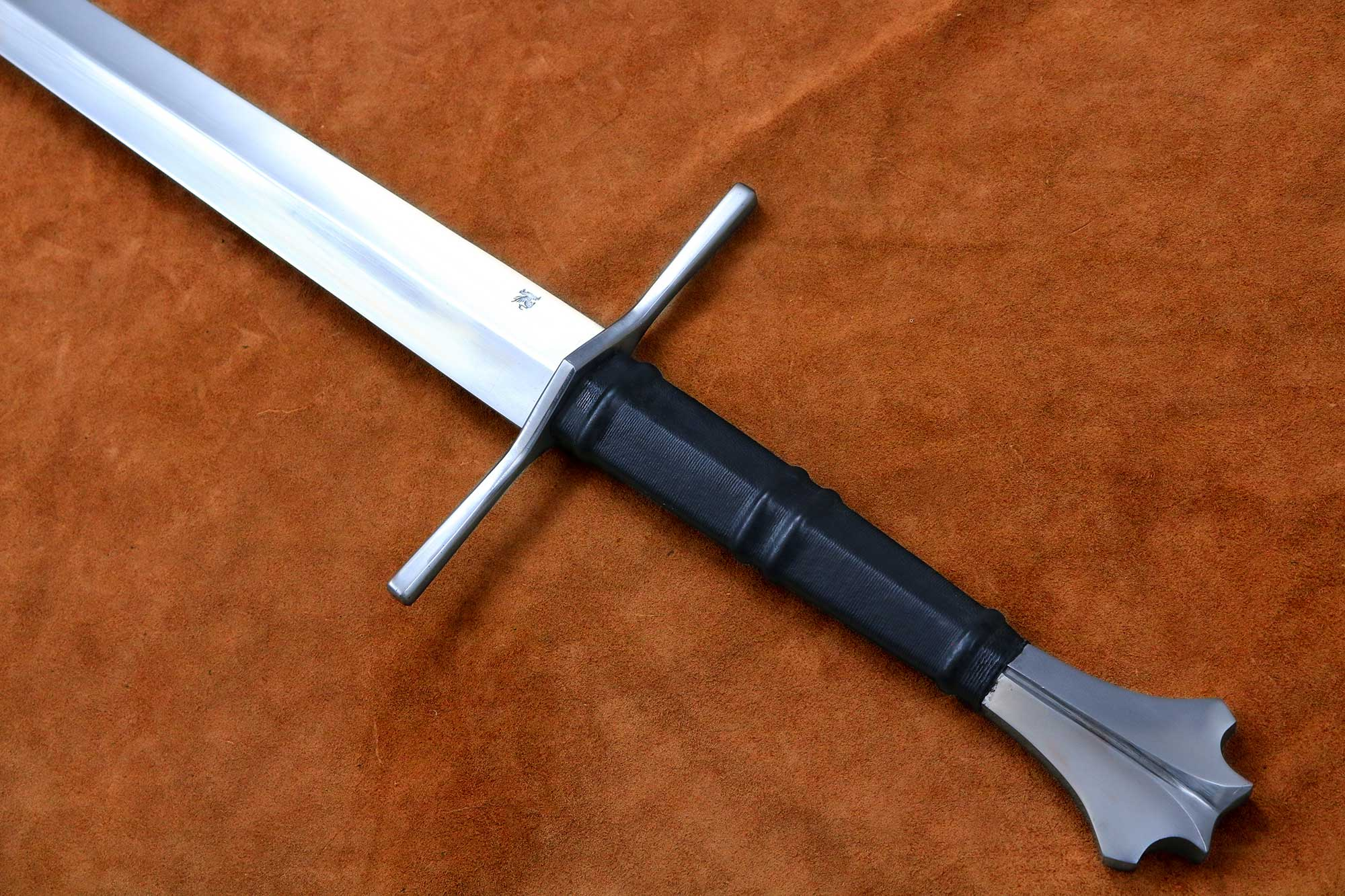 two handed medieval sword 1332 darksword armory