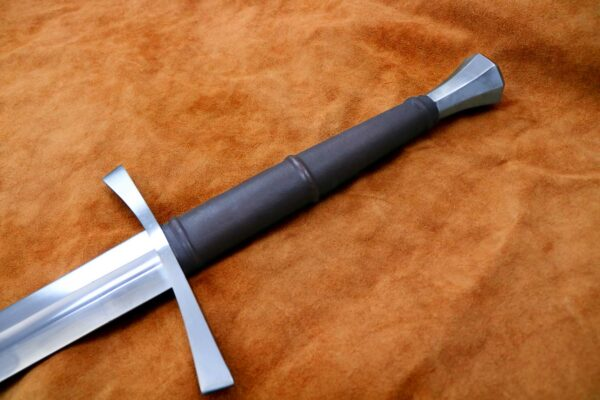 15th-century-hand-and-a-half-sword-medieval-weapon-1537-hilt-3
