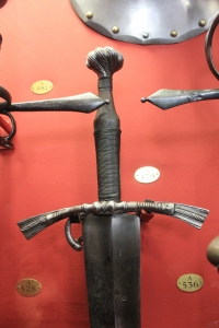 16-century-two-handed-sword-wallace-collection-a-479-room-1-2