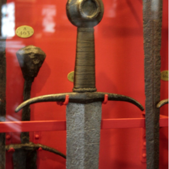 arming-sword-medieval-museum-antique-historically-accurate