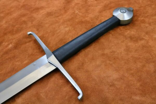 black-prince-sword-medieval-weapon-1326-hilt