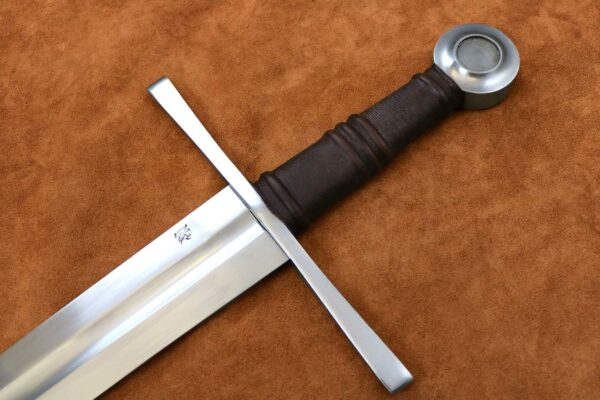 crusader-sword-medieval-weapon-templar-1303-darksword-armory-hilt