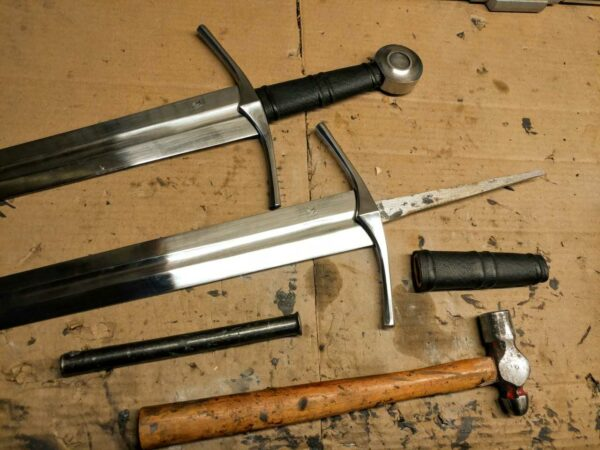 medieval-knight-one-handed-sword-full-tang-bare-blade-1306
