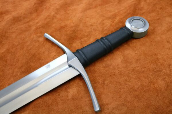 medieval-knight-one-handed-sword-hilt-1306