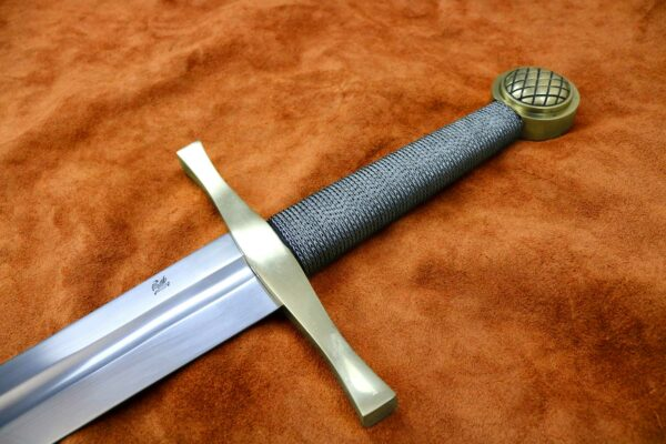 the-excalibur-sword-medieval-weapon-1524-1