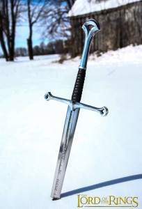 lord-of-the-rings-movie-sword-darksword-armory-204x300