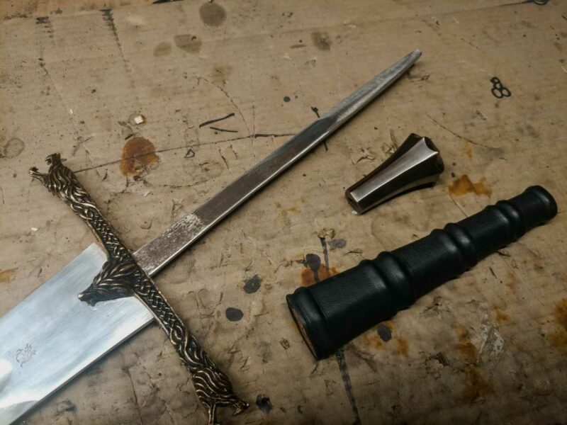 the-eindride-lone-wolf-medieval-sword-bare-blade-full-tang-1545