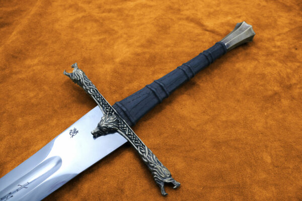 the-eindride-lone-wolf-sword-hilt