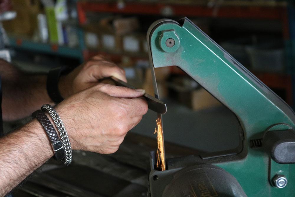 sharpening-damascus-steel-knife-belt-sander