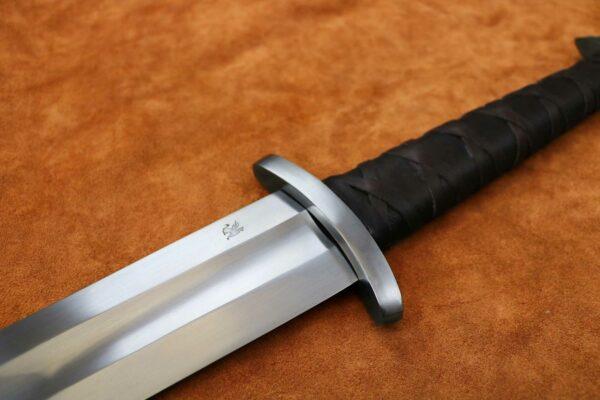 the-gaurdlan-two-handed-viking-sword-medieval-weapon-1342-guard