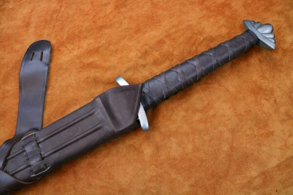 the-gaurdlan-two-handed-viking-sword-medieval-weapon-1342-hilt-scabbard