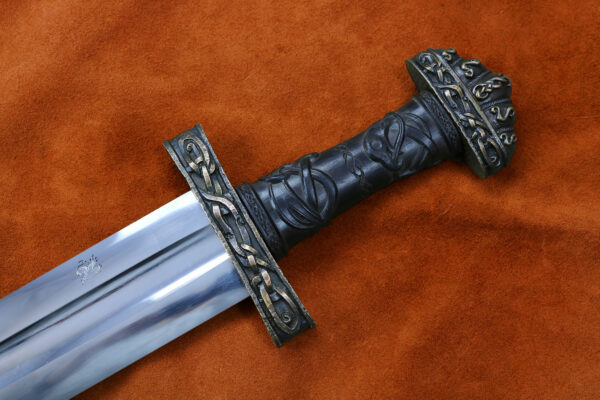 oslo-medieval-sword-weapon-blade-1308-darksword-armory-2