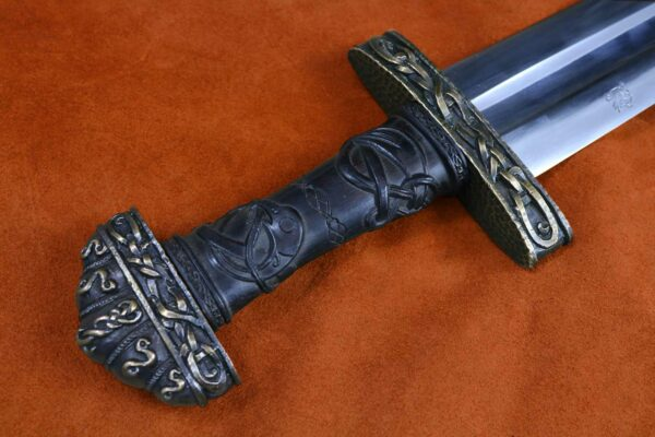 oslo-medieval-sword-weapon-blade-1308-darksword-armory-10
