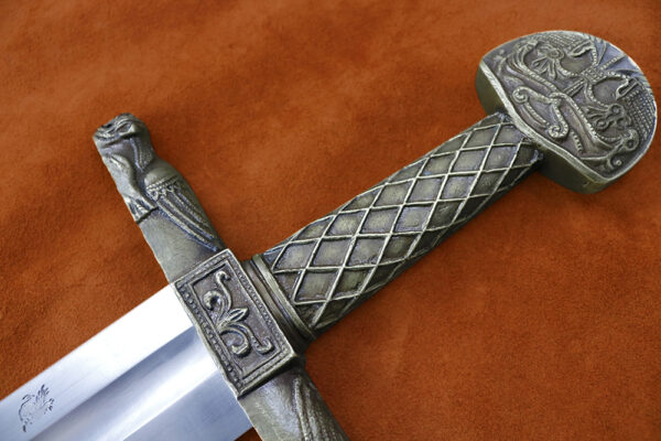 charlemagne-sword-medieval-weapon-darksword-armory-hilt