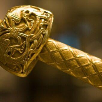 joyeuse-charlemagne-hilt-sword-museum-louvre-2
