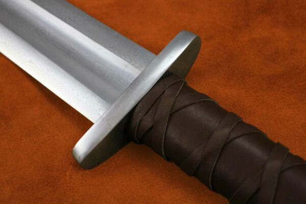 guardlan-two-handed-viking-sword-medieval-weapon-darksword-armory-6