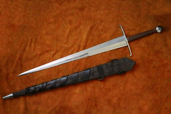 alexandria-sword-medieval-weapon-1525-darksword-armory-in-scabbard