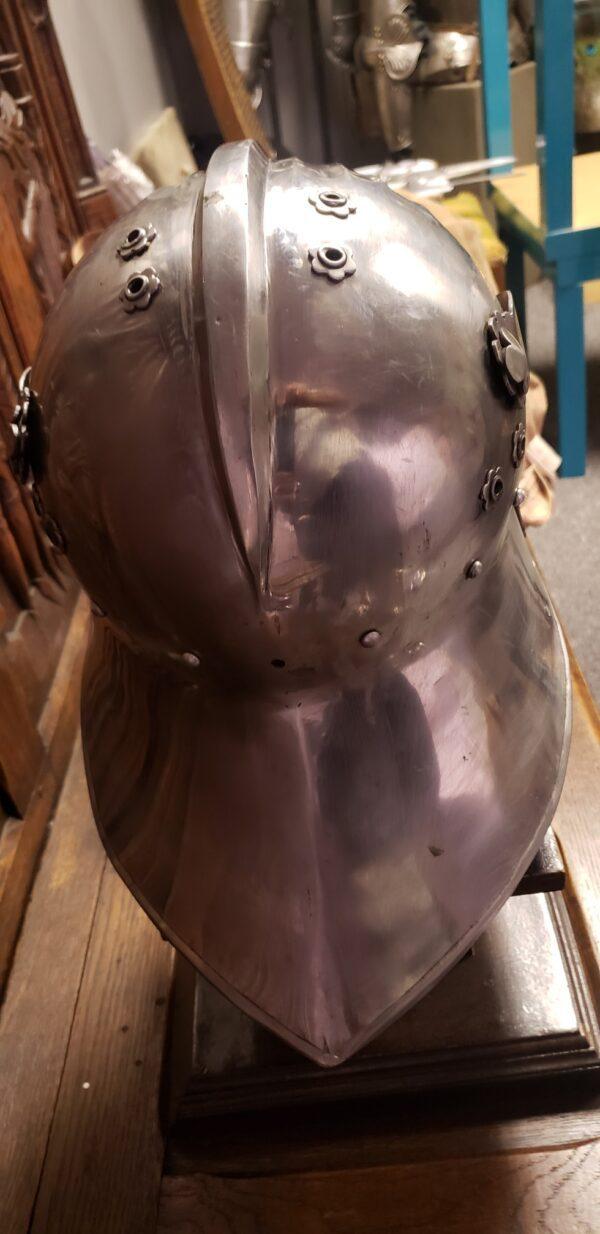 Fallen Warrior Maximilian helm, Gauntlets & Couters